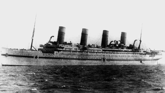 s/w Aufnahme der Britannic 1914 auf hoher See