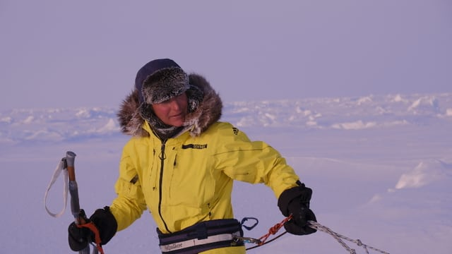 Evelyn Binsack sin via vers il Pol dal nord.