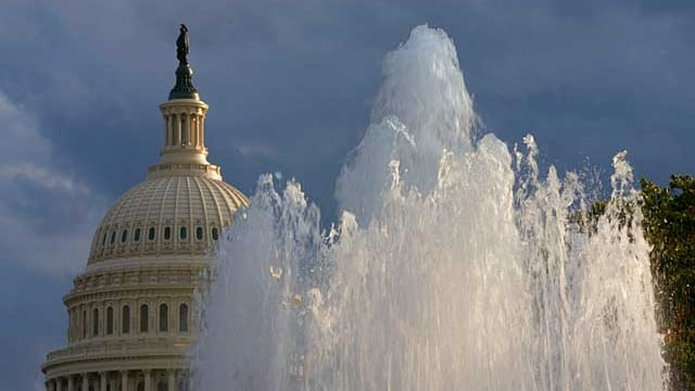 Ein Springbrunnen vor dem Capitol in Washington.