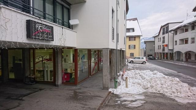 Il local da la Artolino SA en la via S. Clau sura a Glion.
