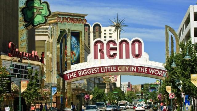 Hauptstrasse in Reno mit Schild «THE BIGGEST LITTLE CITY IN THE WORLD»