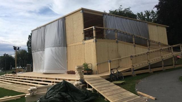 Theaterhaus «Zentral» mit Wanne zur Gebäudesicherung
