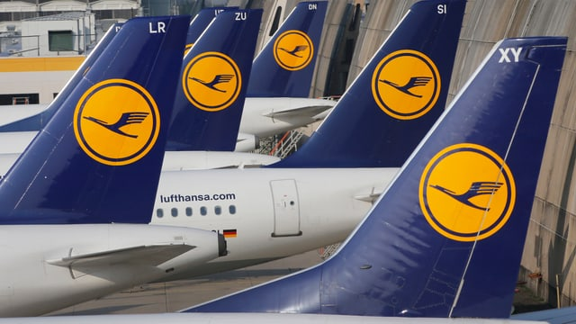 Heckflossen von Lufthansa-Maschinen