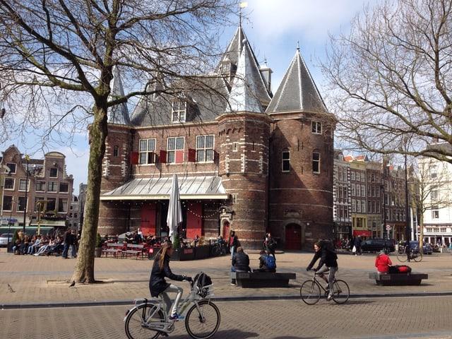 Kleines Schloss auf einem Platz, Amsterdam