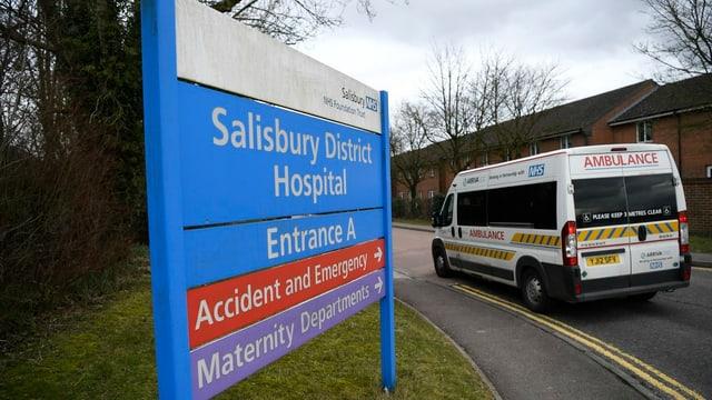 Schild vor dem Spital in Salisbury.