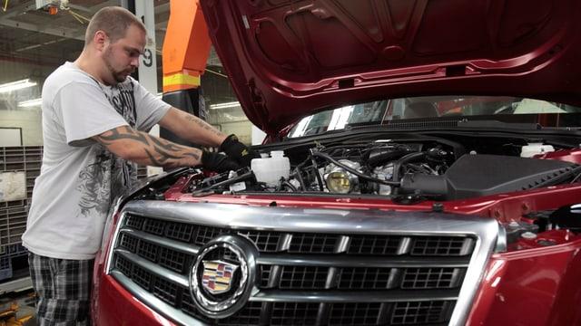 Fliessband bei der Autoproduktion bei GM.
