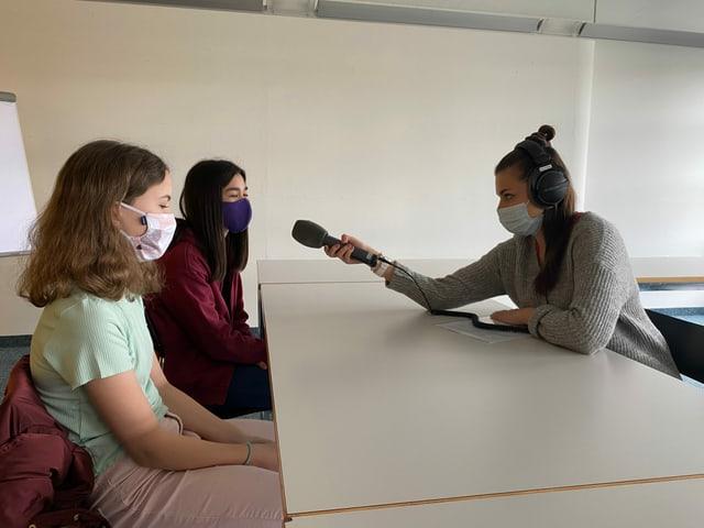 Angela Haas interviewt Seline und Sarah