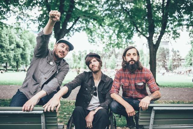 Mit Portugal. The Man im Park: «Sounds!»-Mann Andi Rohrer (r.) traf Zack Carothers (l.) und Gitarrist Eric Howk (m.) in Zürich.