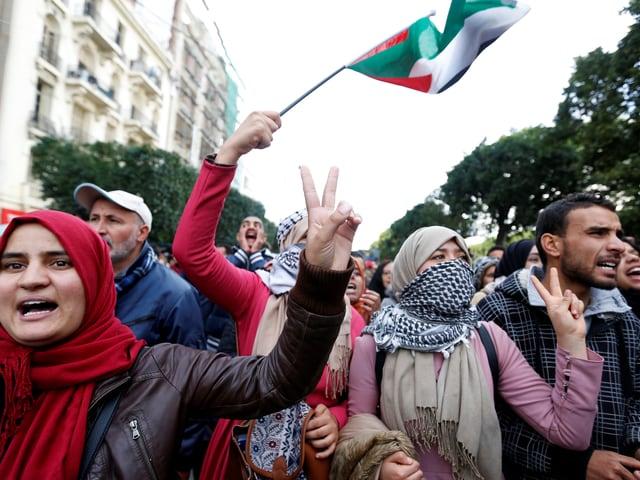 In Tunis versammelten sich tausende Muslime