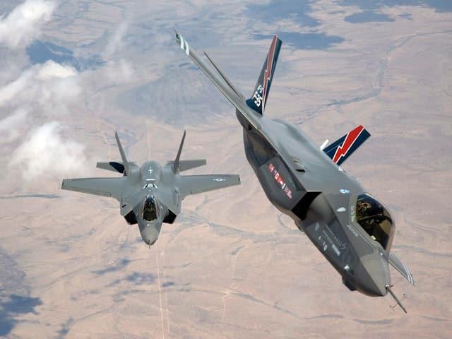 Zwei F35 im Flug.