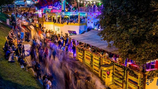Tausende Leute und mehrere Festbeizen