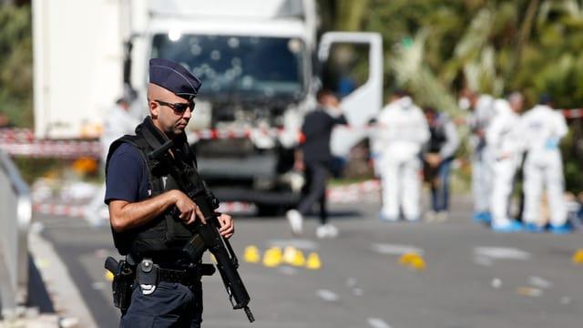 Policist grev armà il di suenter l'attentat a Nizza.