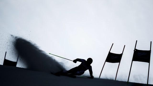 Marcel Hirscher fährt Ski.
