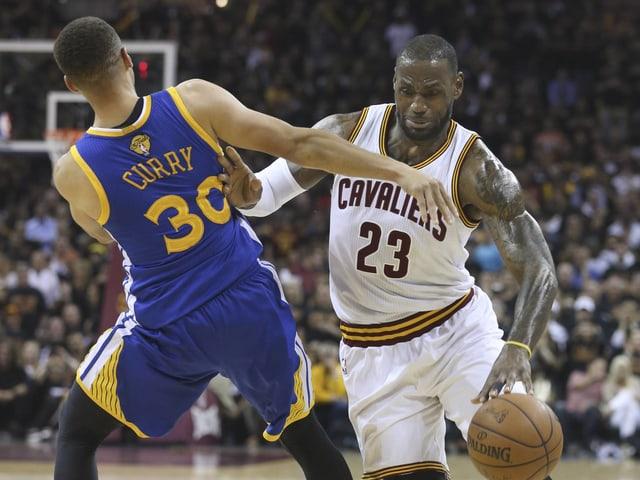 Stephen Curry und LeBron James.