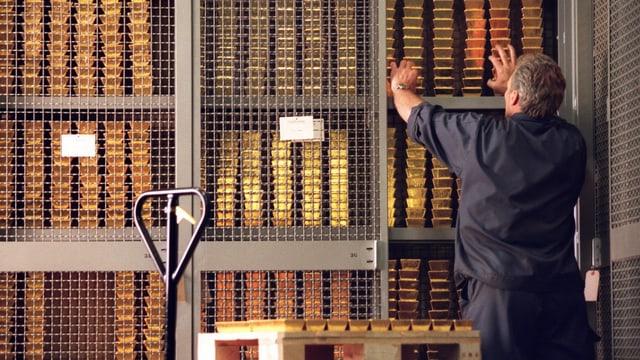 Gold im Tresor der Schweizerischen Nationalbank, aufgenommen am 21. Februar 2001 in Bern.