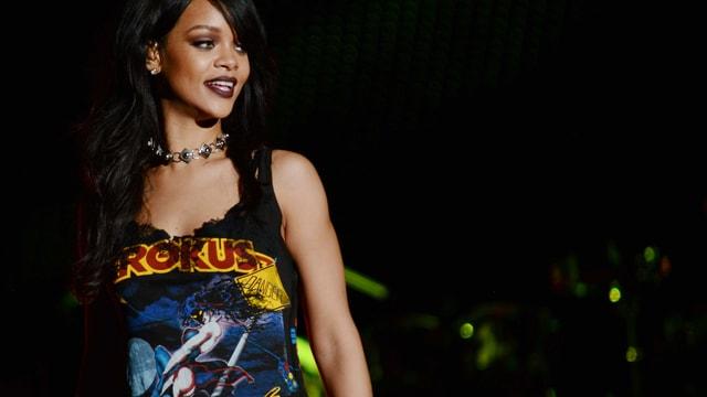Popstar Rihanna trägt ein Shirt der Schweizer Band Krokus