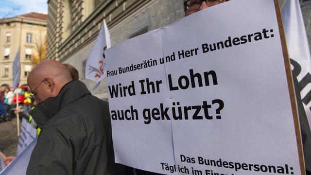 Gia il november 2015 ha il persunal federal demonstrà a Berna cunter mesiras da spargn.