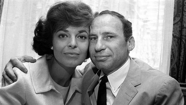 Schwarzweiss-Photo des Hollywood-Ehepaars: Anne Bancroft (links) und Mel Brooks (rechts).