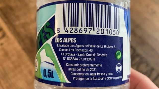 Etikett auf der Flasche mit Herkunftsangabe.