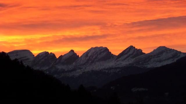 Morgenrot über der Churfirstenkette.