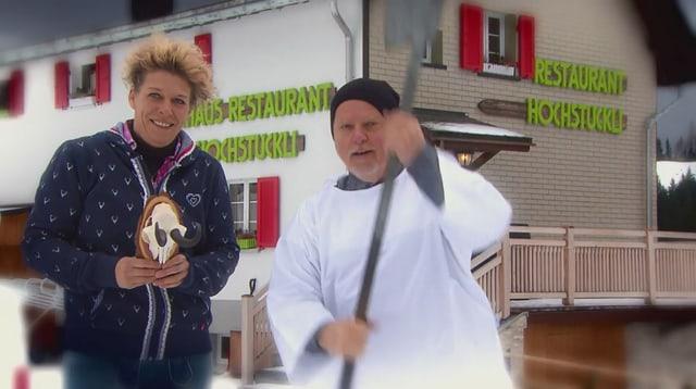 Video «Skihütten Spezial – Tag 4 – Skihaus Hochstuckli, Sattel» abspielen