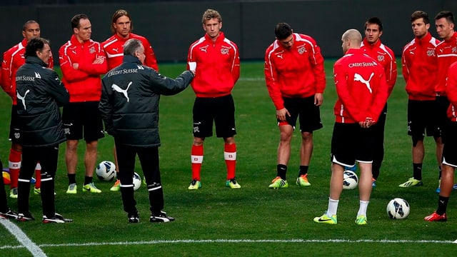 Trainer Hitzfeld bezeichnet den Test in Südkorea als «Herausforderung».