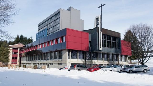 Center federal per requirents d'asil «Guglera» a l'ur da Giffers en il chantun Friburg.