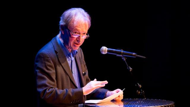 Fritz Zaugg auf der Bühne des Theater Ticino im März 2