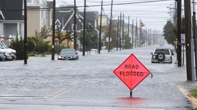 Vias innundadas a Philadelphia.