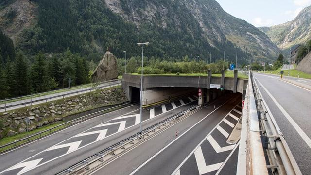 L'entrada al tunnel dal Gottard al portal dal nord a Göschenen.