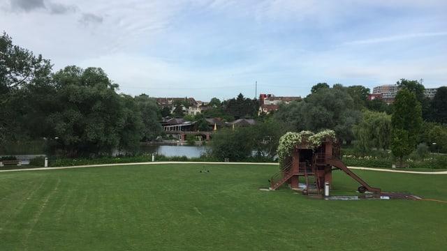 Blick von einem Hügel über das ehemalige Ausstellungsgelände.