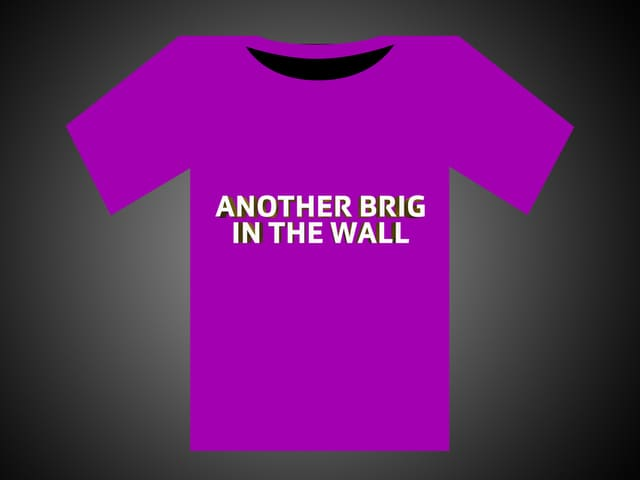 Weisse Schrift auf einem rosaroten T-Shirt: Another Brig In The Wall.