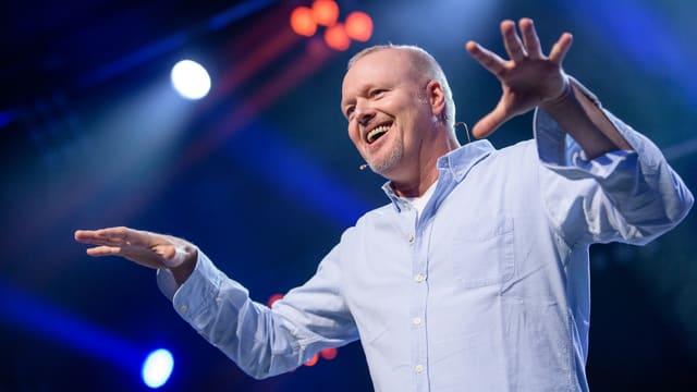 Stefan Raab im blauen Hemd