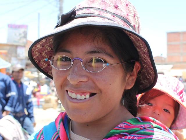 Frau mit Kind in Bolivien