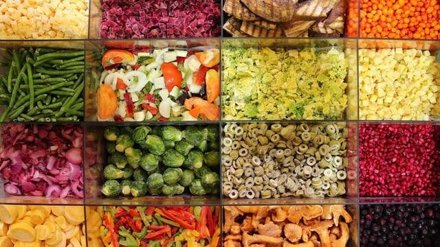 Verschiedene Gemüsesorten, essfertig zubereitet