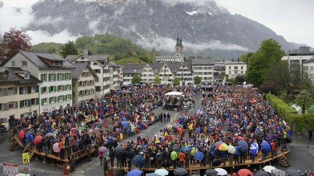 A Glaruna vegnan votaziuns chantunalas anc debattà e decidì sco cumin / mastralia.