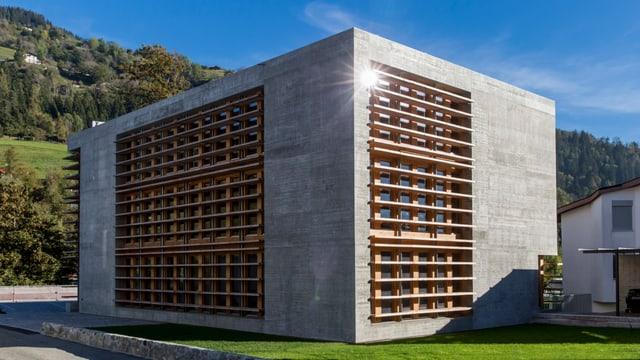 L'edifizi da biros da la Cavigelli SA a Glion vegn undrà cun il premi spezial Norman Foster Solar Award 2015.