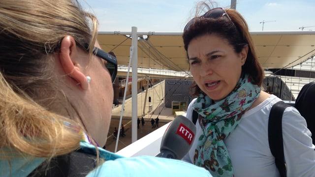 Anna durant in'intervista cun ina visitadra da la Sicilia.