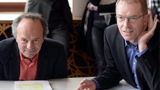 Richard Wolff und Daniel Leupi hören gespannt zu.