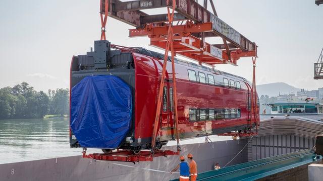In char da tren da Stadler Rail vegn embartgà per l'export.