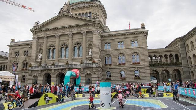 Parcours für Kinder vor dem Bundeshaus in Bern.