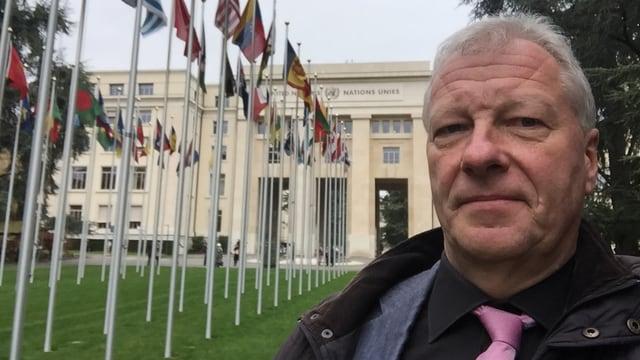 Fredy Gsteiger vor der UNO