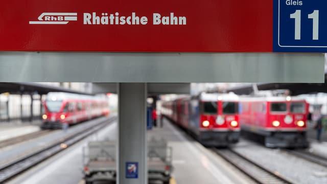 RhB-Züge im Bahnhof von Chur