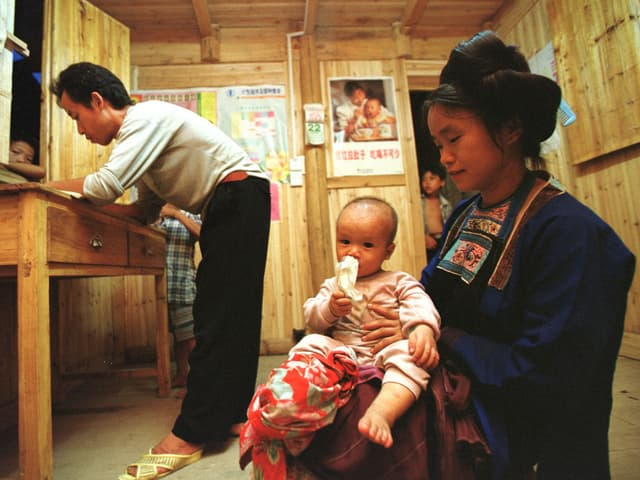 Chinesische Frau mit Kind
