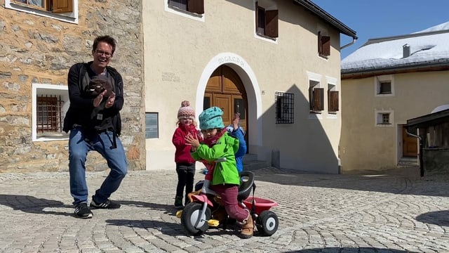 Ina famiglia turitgaisa a Zuoz