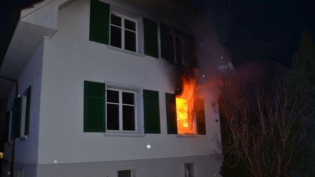 Flammen aus Fenster
