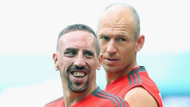 Ribéry (l.) und Robben gut gelaunt im Training