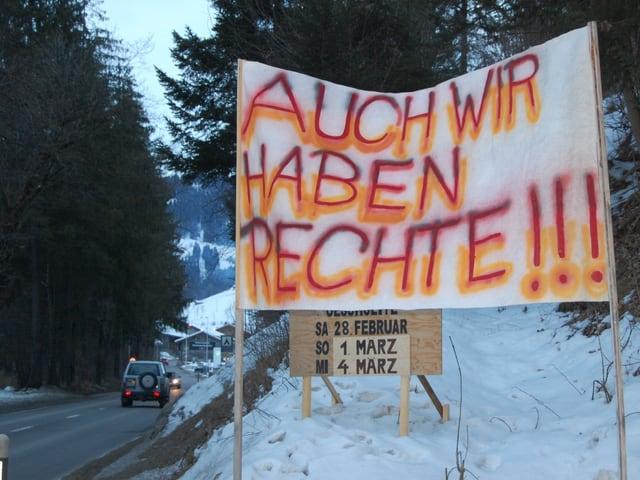 Protestplakat am Dorfrand von Zweisimmen.