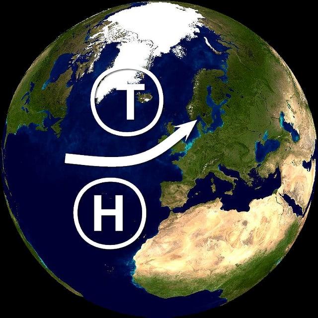 Aufsicht auf Atlantik, grosses Islandtief im Norden, grosses Azorenhoch im Süden, dazwischen ein Pfeil von links nach rechts.