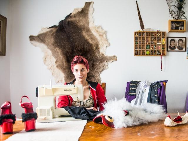 designt und näht Kostüme ihrer liebsten Charaktere aus Film, Buch und Game nach.